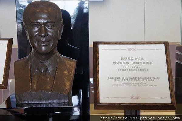 何鴻燊雕像