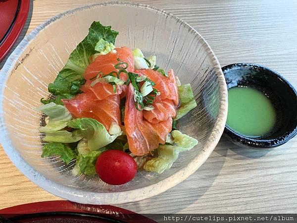單點日式鮭魚刺身沙拉