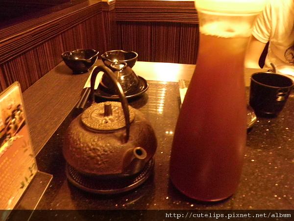 免費的熱茶及烏梅汁(加10元差價)