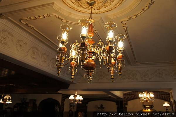 華麗的水晶吊燈
