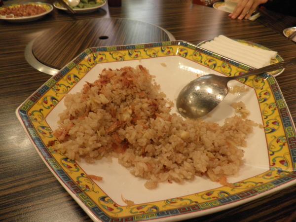 吃了一半的櫻花蝦炒飯