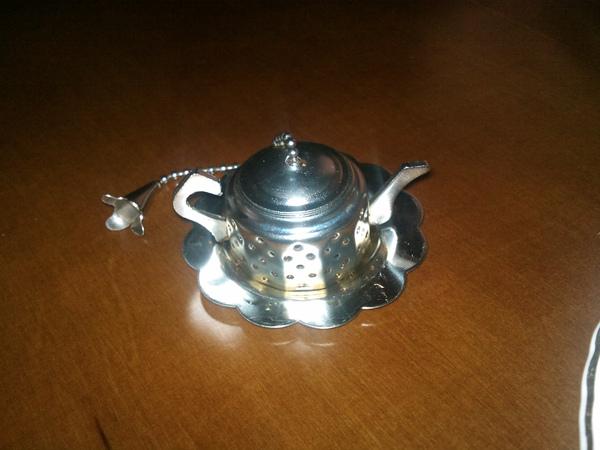 這個小茶壺是裝茶葉用的