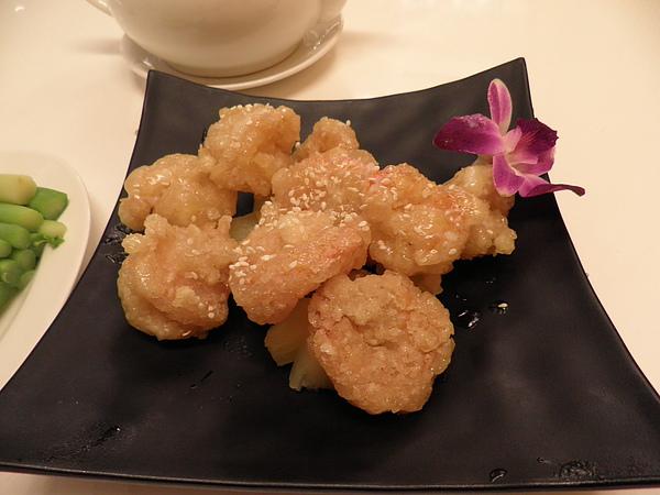 大大茶樓~鳳梨蝦球