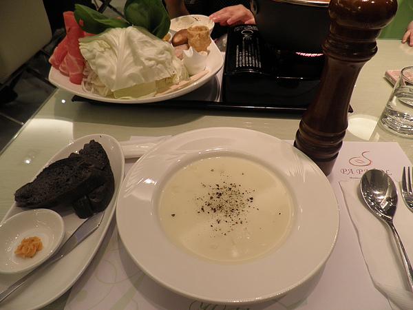 日式咖哩豬排餐~麵包&濃湯