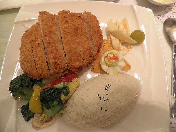 日式咖哩豬排餐