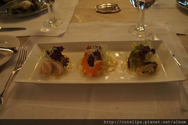 海鮮沙拉佐香蒜風蜜醬汁