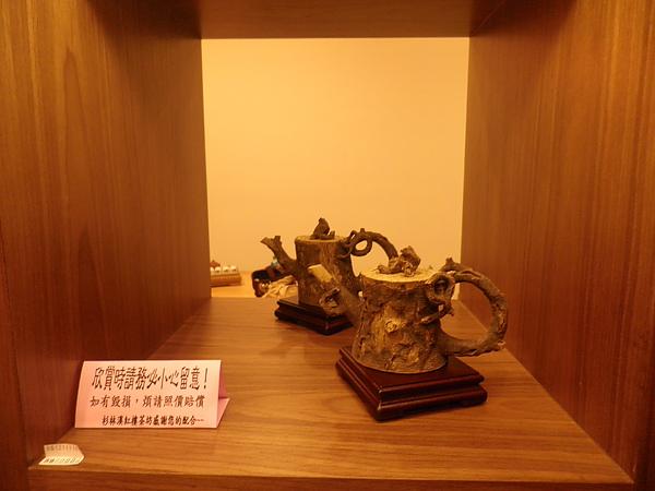 很特別的枯木茶壺