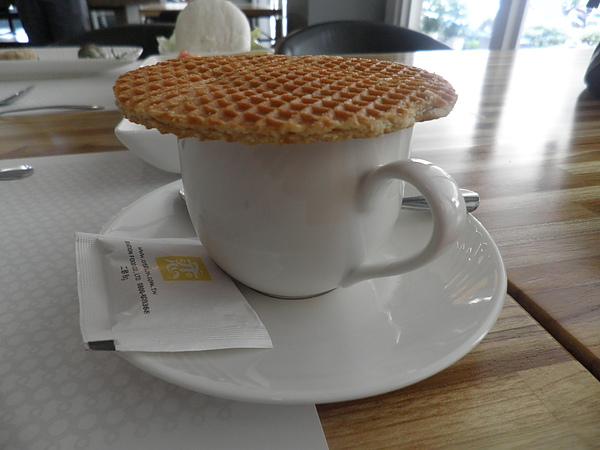 荷蘭煎餅搭配琴酒咖啡