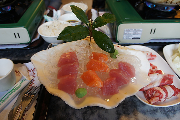 招待的生魚片