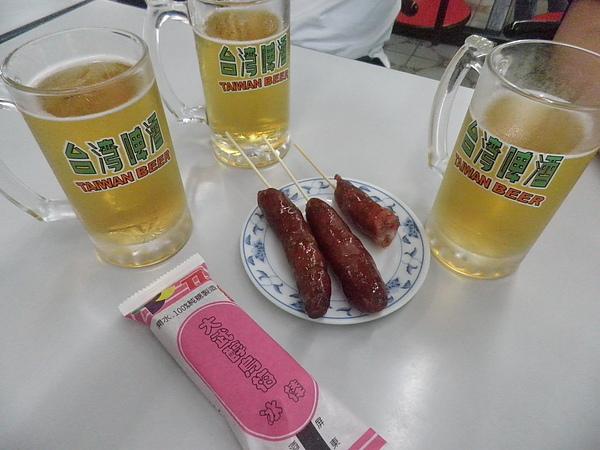 酒廠喝啤酒配香腸