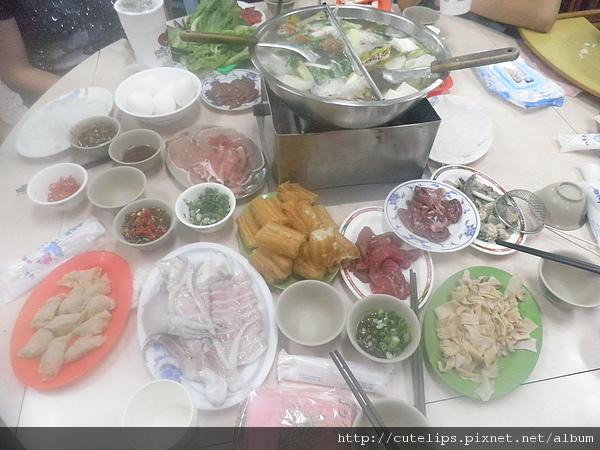 滿滿一桌的菜