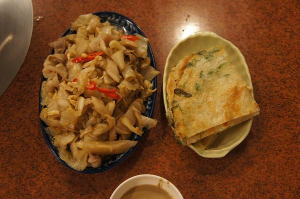 酸白菜炒肉片+餅皮100/2/26