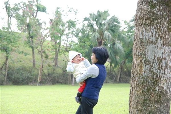 只有跟媽媽玩得時候笑得最開心