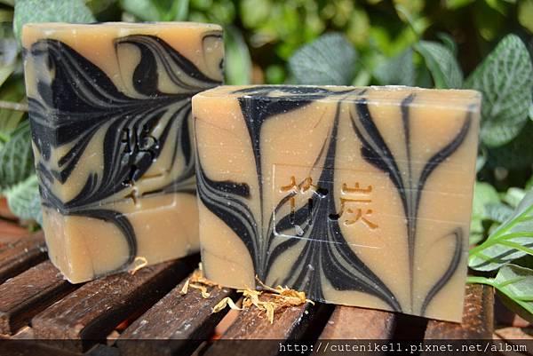 竹炭控油母乳皂.JPG