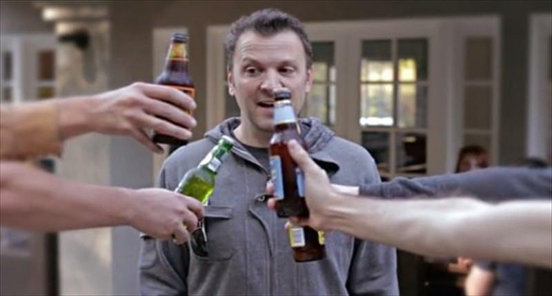 TV-host-Zane-Lamprey-demonstrates-the-drinking-jacket-Kickstarter-800x430(www.rawstory.com)