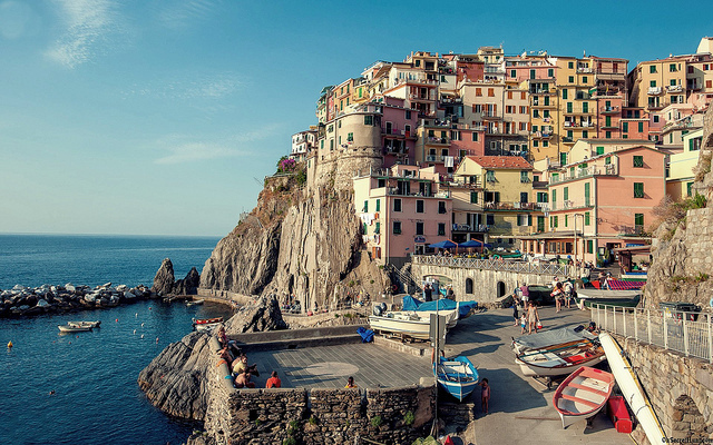 Village-of-Manarola-Cinque-Terre-Italy-Wallpaper