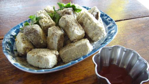 清安豆腐街-炸黑豆腐