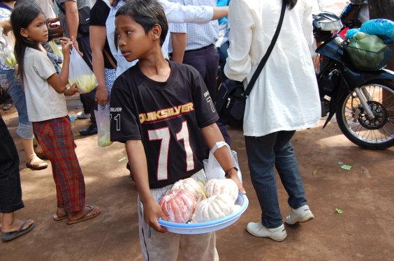 高棉-賣柚子的男孩