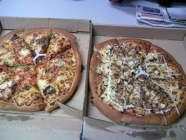 方永泉人好好請我們吃披薩