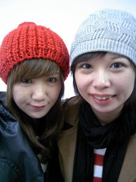 今天兩個人都是毛帽女孩