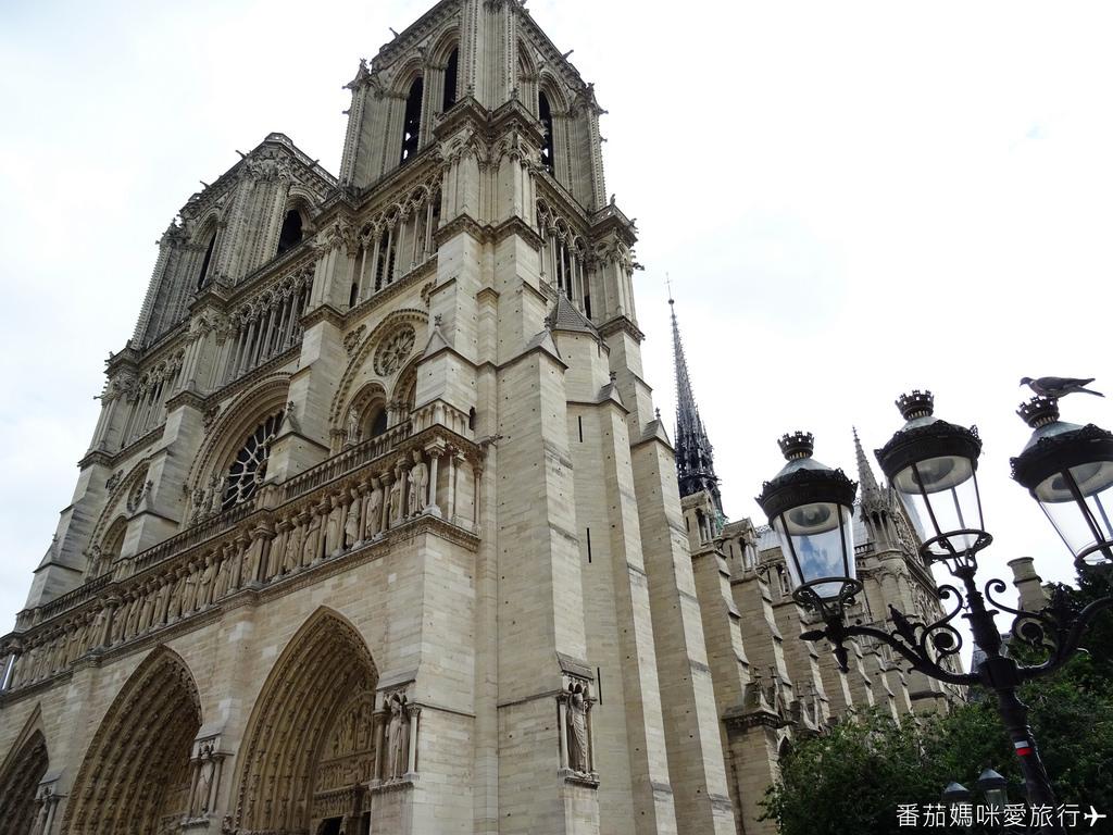 巴黎DAY2 巴黎鐵塔&凱旋門&聖心堂&聖母院&塞納河遊船 (51)