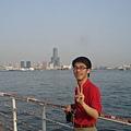 和背後高雄港邊的大樓群來一張,雖然比起HK,遜色很多。