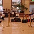 飯店幫我們留的行李放置區