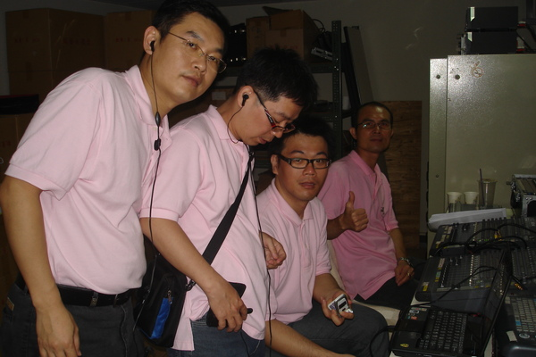 辛苦的視聽組成員---阿昌經理、瑞成主任、昆正、秋德襄理