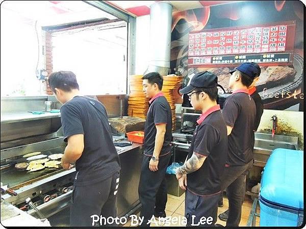 DSCN7582-小鮮肉服務生.JPG