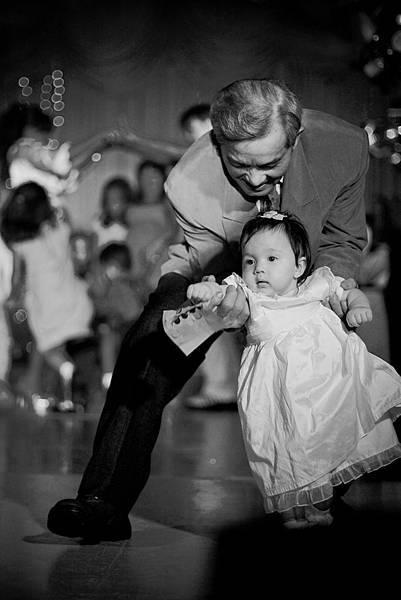 第一名_Dancing in the wedding.jpg