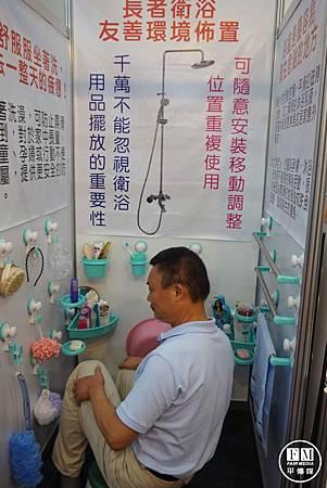 業者開發吸盤掛勾設施 打造銀髮族安全淋浴環境.jpg