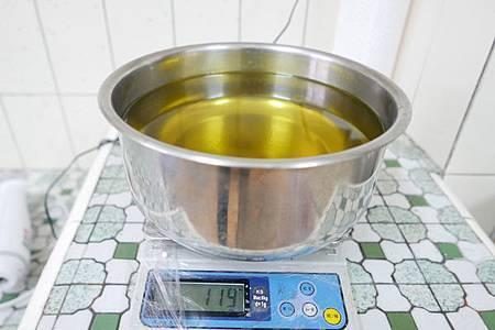 過期油%26;回收油也有春天:手工家事皂DIY6.jpg