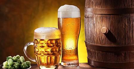 家事小技巧:啤酒用途多,省力清潔就靠它!1.jpg