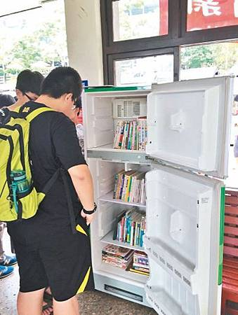 廢棄冰箱回收再利用 變行動書櫃1.jpg