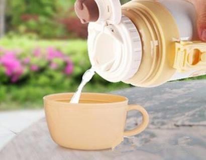 請注意!保溫杯千萬別裝這4種水!原來一直都用錯了!1.jpg