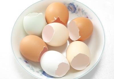 蛋殼也能清除杯底污垢?4個清潔法讓保溫瓶起死回生!3.jpg