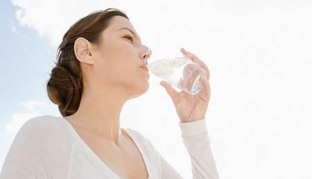這3種狀況你該停止喝水.jpg