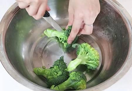 花椰菜暗藏超多蟲卵和細菌! 「這樣洗」髒東西自己跑出來4.jpg