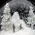 灰暗的雪景玻璃球