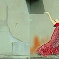 壁漬變舞女