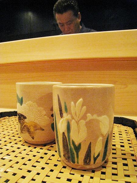 成對的茶杯很可愛