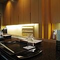 我們預定的鴨川套餐只能坐吧台,價位比較高的套餐可以預約樓上的個室