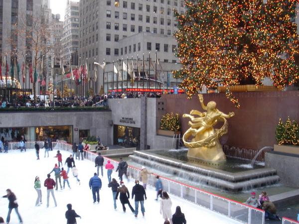 聖誕節洛克斐勒廣場前的溜冰人潮