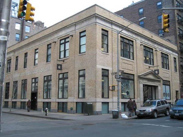 Apple旗艦店仍保持舊郵局的外觀