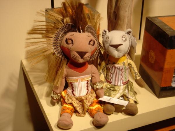《獅子王》的週邊商品,迪士尼出品的玩偶果然可愛