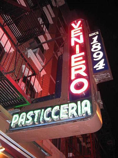 接著去東村老牌的義大利甜點店Veniero買起士蛋糕