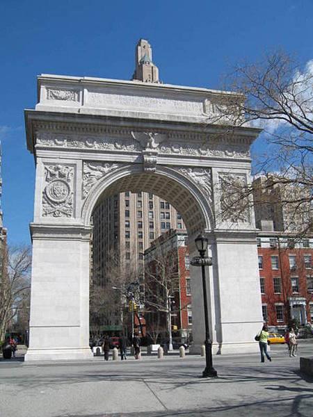華盛頓廣場,紐約大學以此為中心,我的活動範圍也是:P