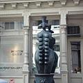 SOHO區有十六個奶的銅像