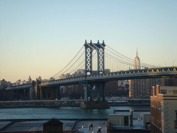在布魯克林橋上遠眺威曼哈頓橋