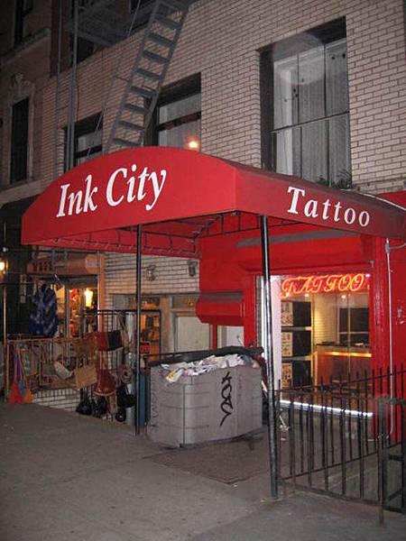 大學同學F失心瘋發作,決定去東村聖馬克街刺青